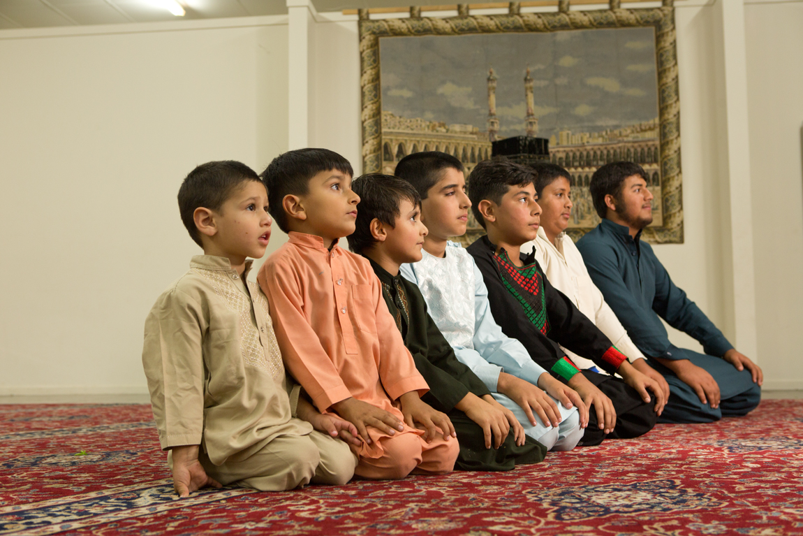 Guy_Robinson_people_photographer_auckland_Muslim_boys_prayer_mosque